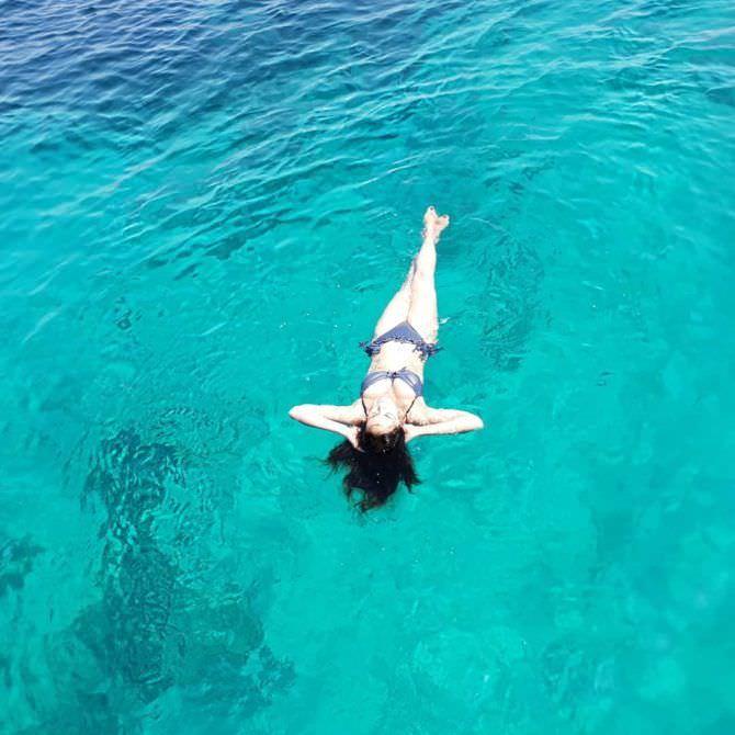 Мария Грация Кучинотта фото в бикини в море