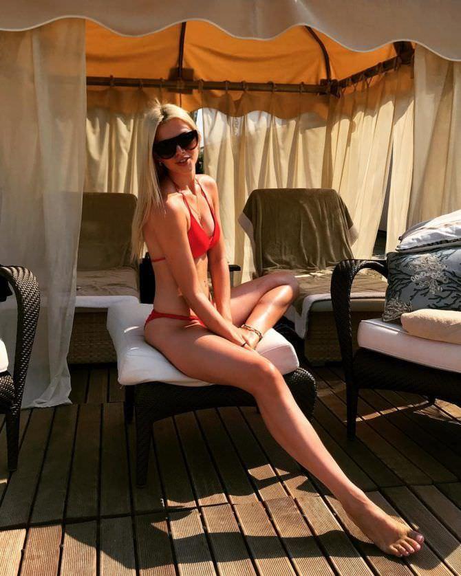 Ангелина Айсман фото в красном купальнике