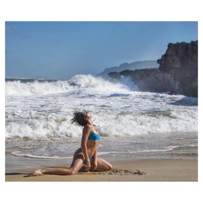 Шантель Вансантен фото на пляже в инстаграм