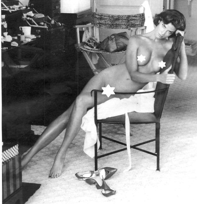 Джоан Северанс фотография на кресле в плейбой