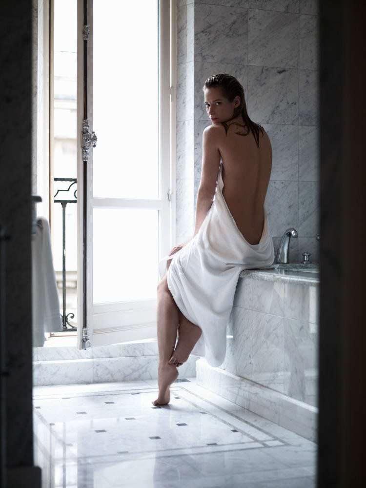 Сиенна Гиллори фото в ванной