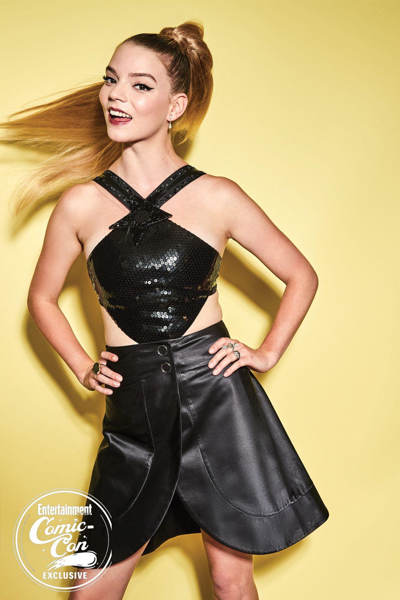 Аня Тейлор-Джой фото в кожаном платье