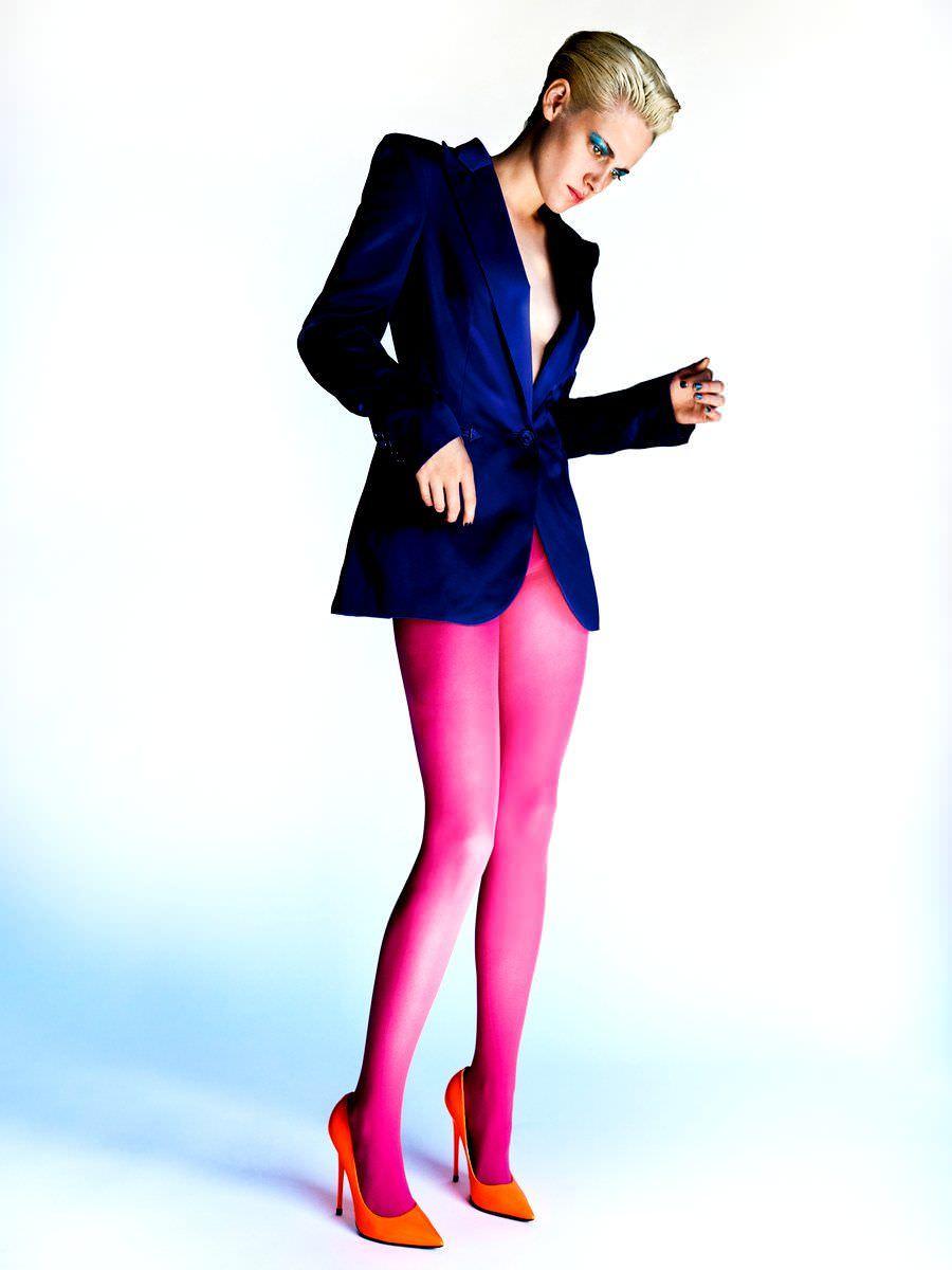 Кристен Стюарт фото в красных туфлях