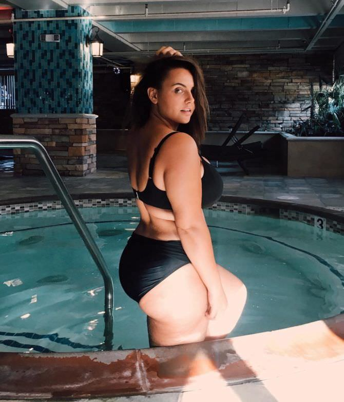 Анна Крылова фотография в бассейне в инстаграм