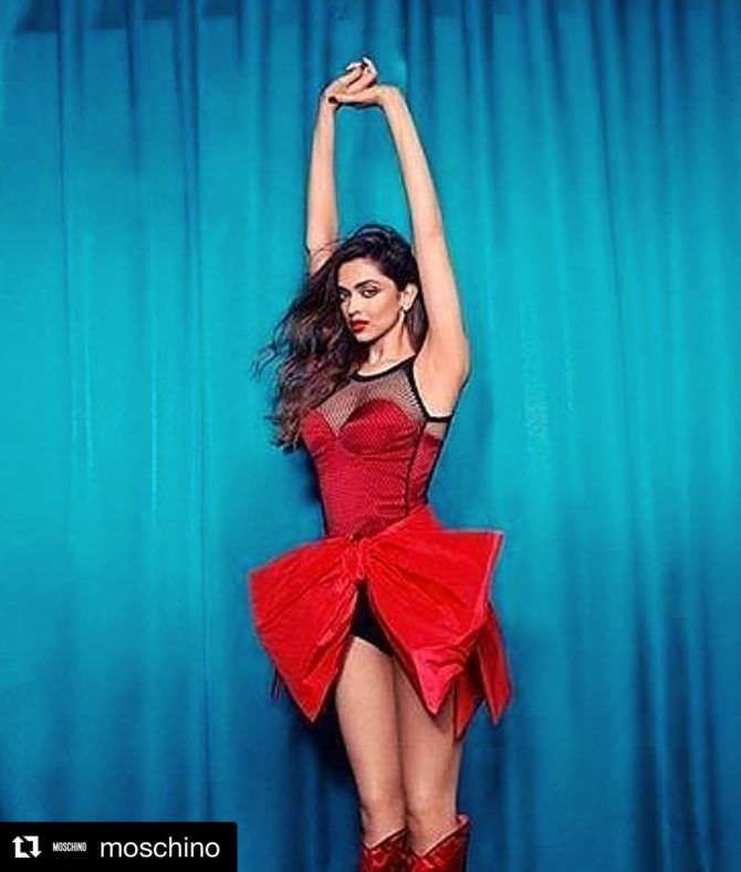 Дипика Падуконе фото в откровенном красном платье