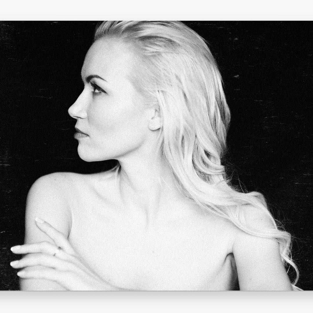 Анастасия Гулимова фото с распущенными волосами