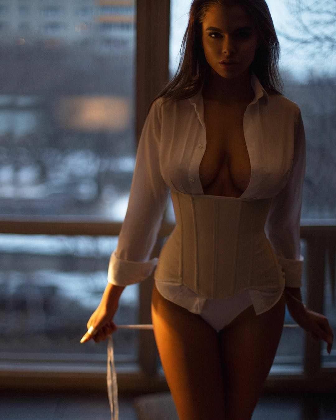 Виктория Одинцова фото в корсете