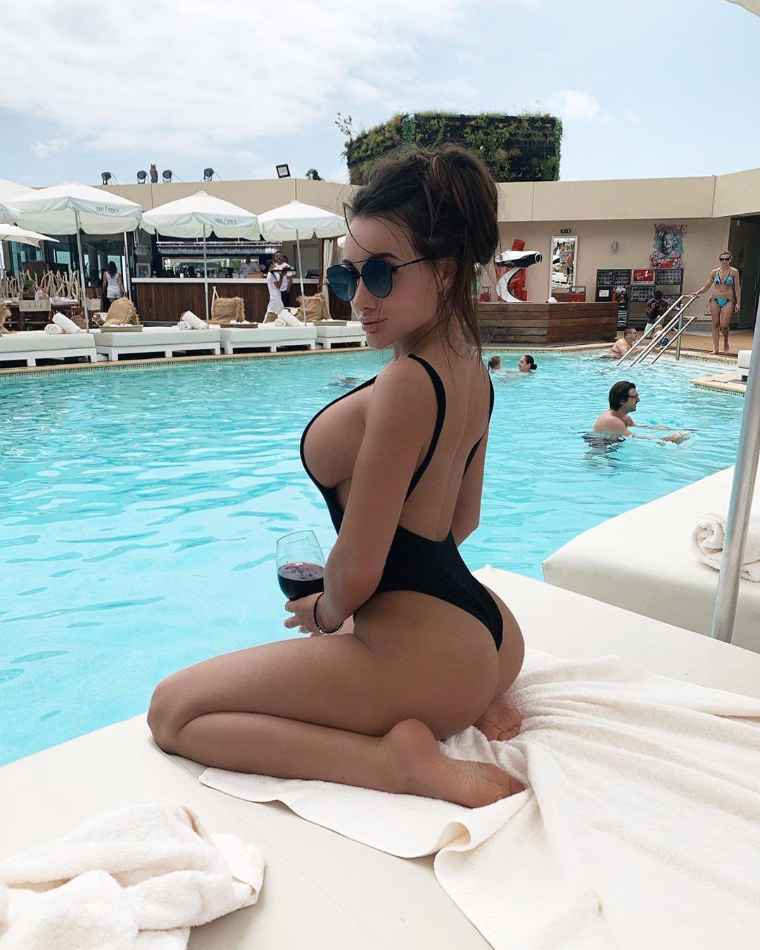 Кира Майер фото в купальнике