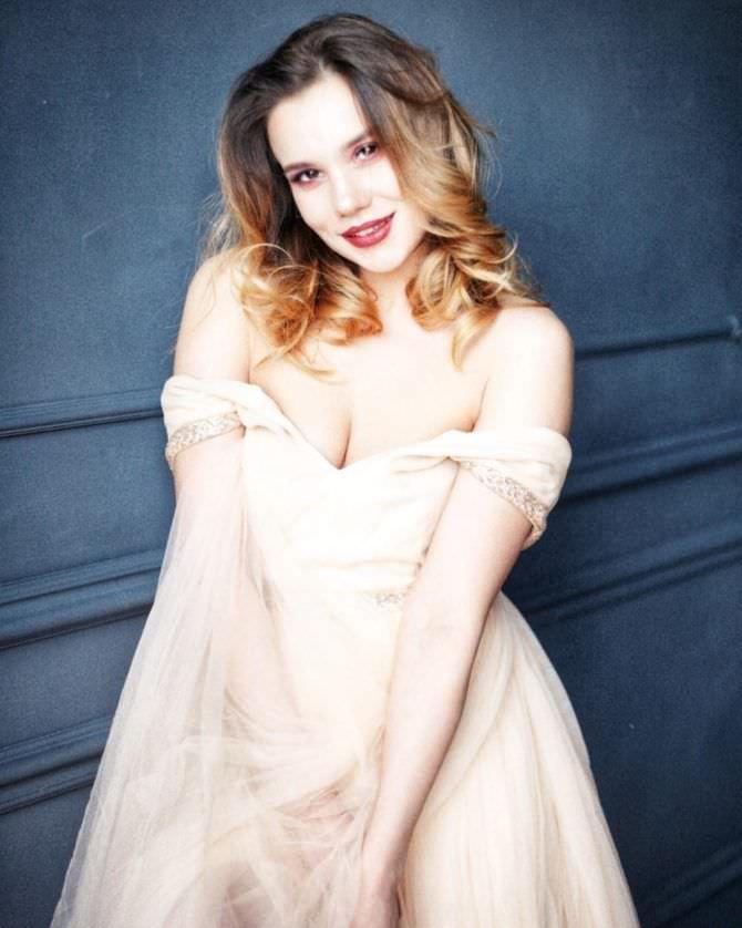 Галина Безрук фото в нежном платье