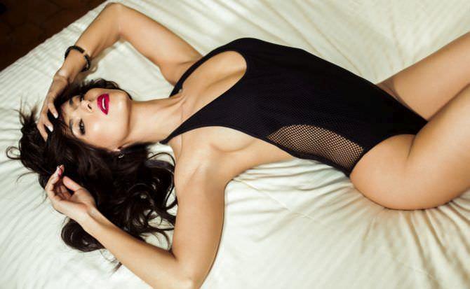 Розалин Санчес фотография в чёрном боди