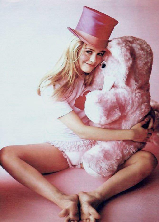 Алисия Сильверстоун фото с медведем