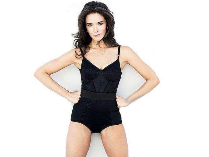 Эбигейл Спенсер фото в чёрном белье для журнала