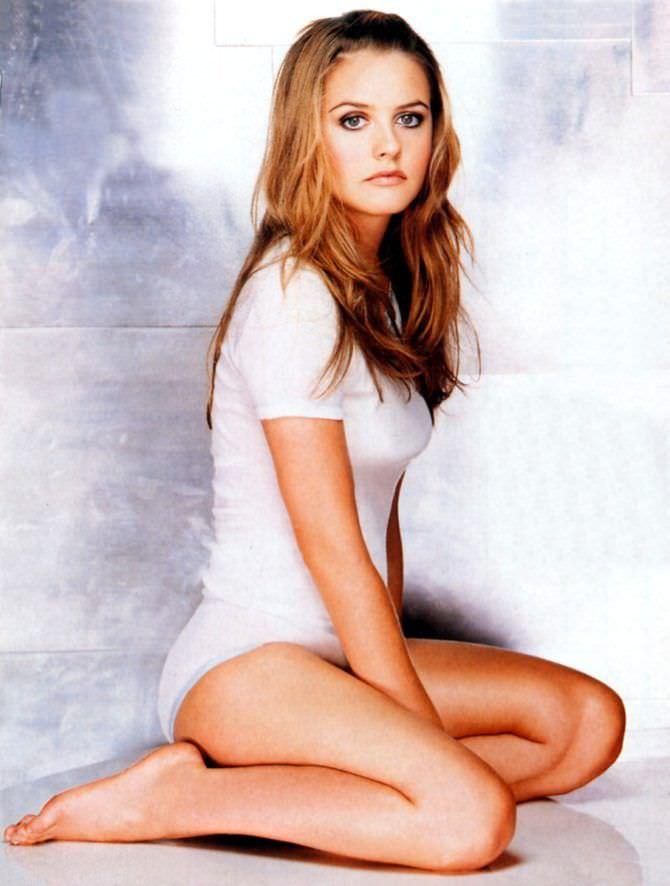 Алисия Сильверстоун фотография в белом белье