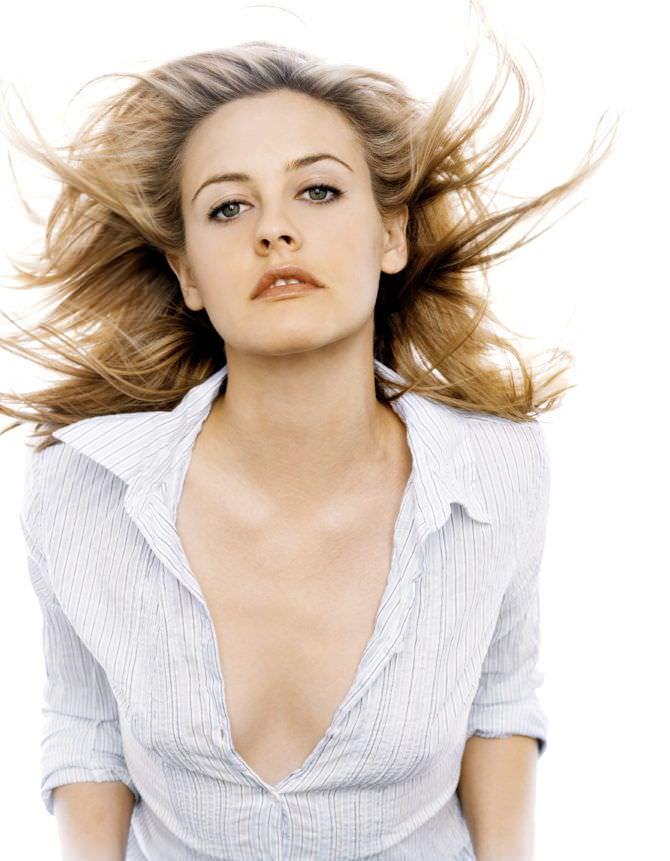 Алисия Сильверстоун фотография для инстайл 2003