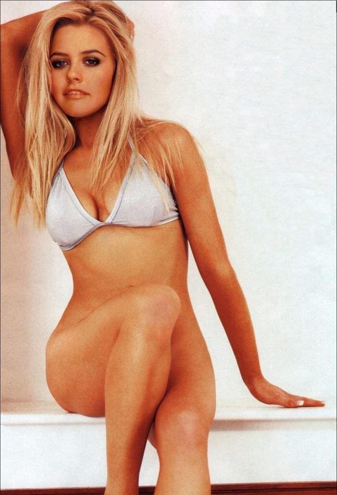 Алисия Сильверстоун фото в белом бикини