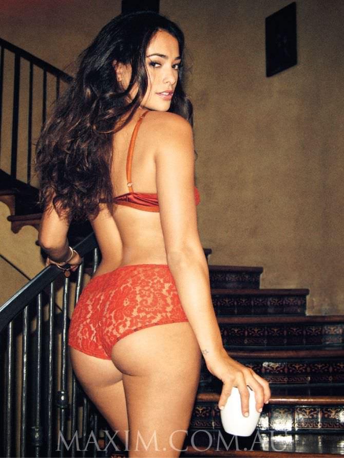 Натали Мартинес фото в красном белье