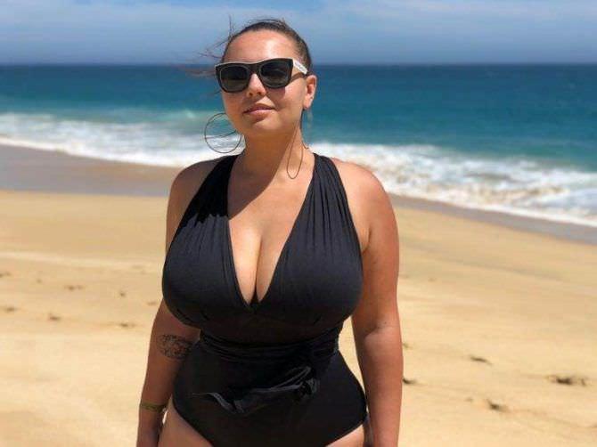 Анна Крылова фотография на пляже в купальнике