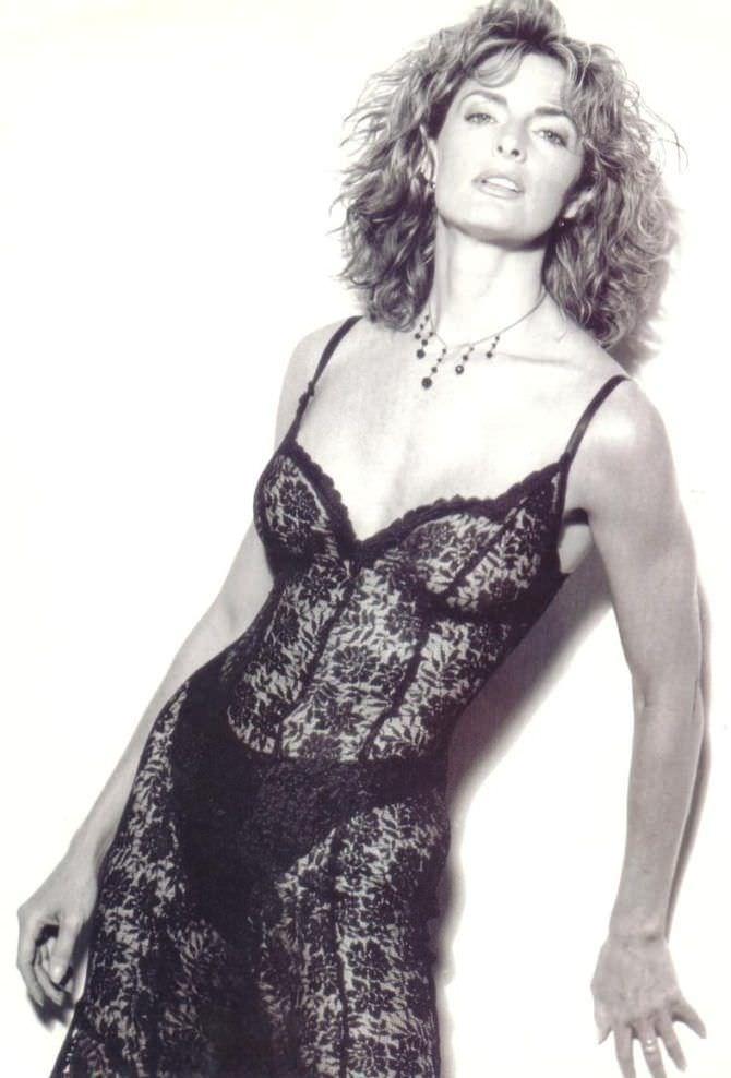 Джоан Северанс фото в кружевном платье