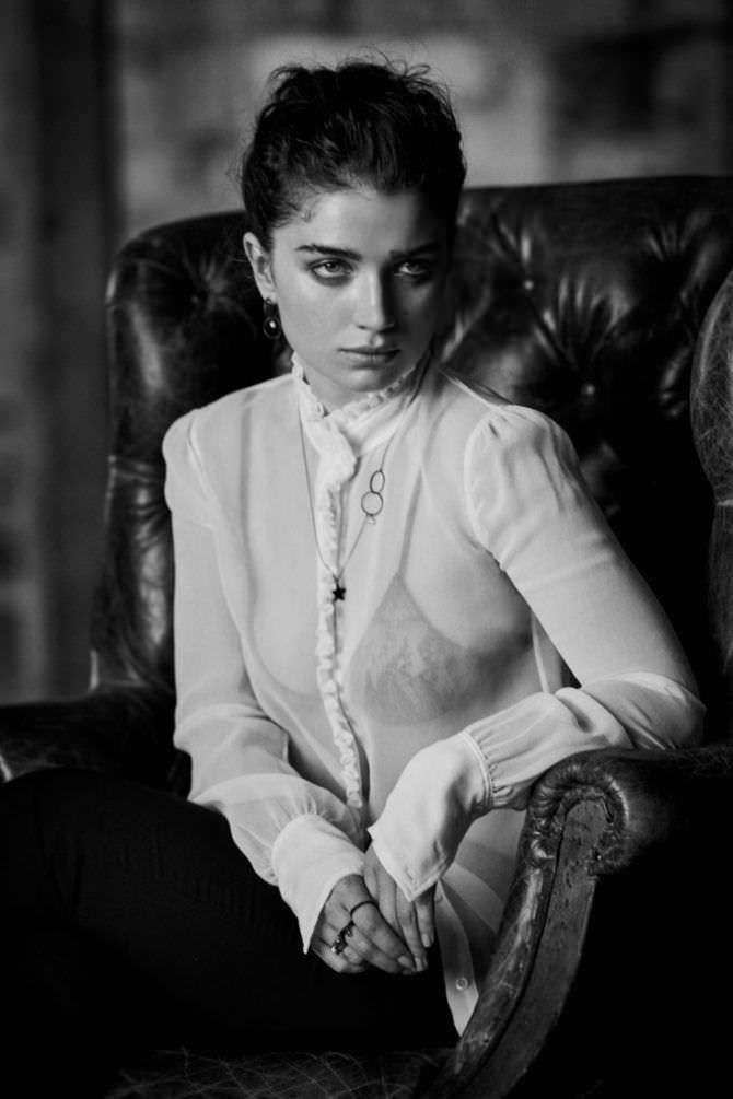 Ив Хьюсон фотография в нижнем белье под белой блузкой