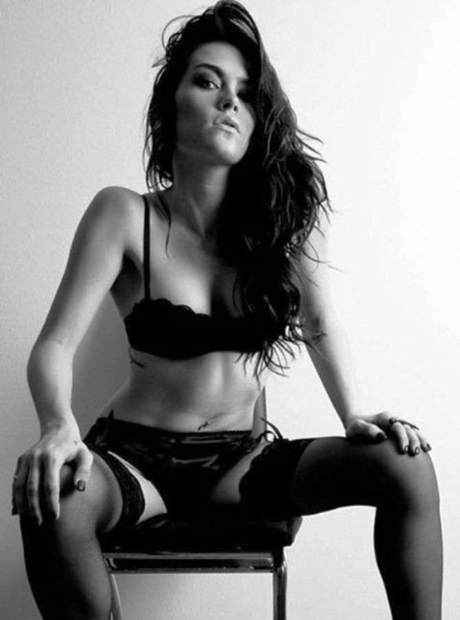 Бриана Эвиган чёрно-белое фото в белье