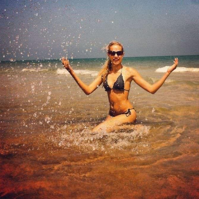 Ольга Веникова фото на пляже в бикини