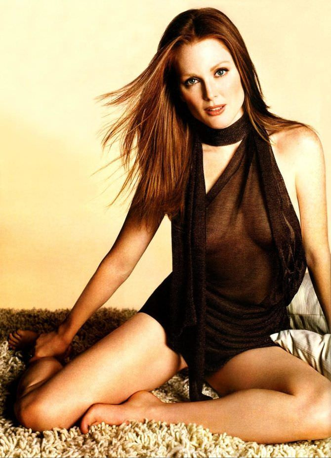 Джулианна Мур фото в чёрном боди