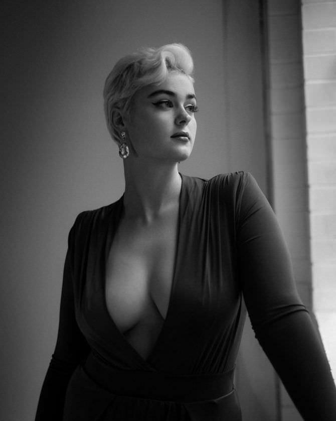 Стефания Феррарио красивое фото в строгом платье