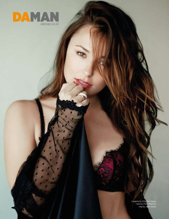 Бриана Эвиган фото из журнала в нижнем белье