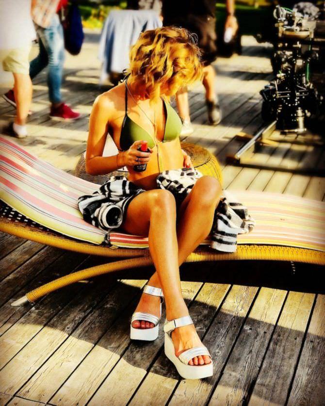 Анна Старшенбаум фото в купальнике на пляже