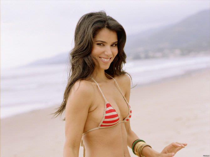Розалин Санчес фото в полосатом бикини