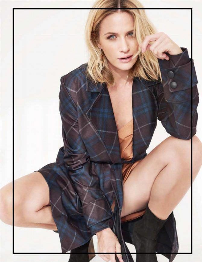 Шантель Вансантен фото в клетчатом пиджаке
