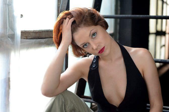 Мария Пирогова фото в жилетке и брюках