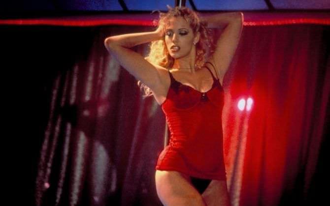 Элизабет Беркли фото из фильма в белье