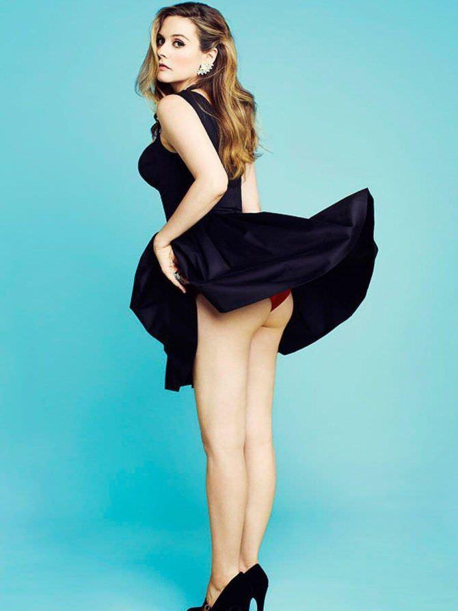 Алисия Сильверстоун фото в чёрном платье