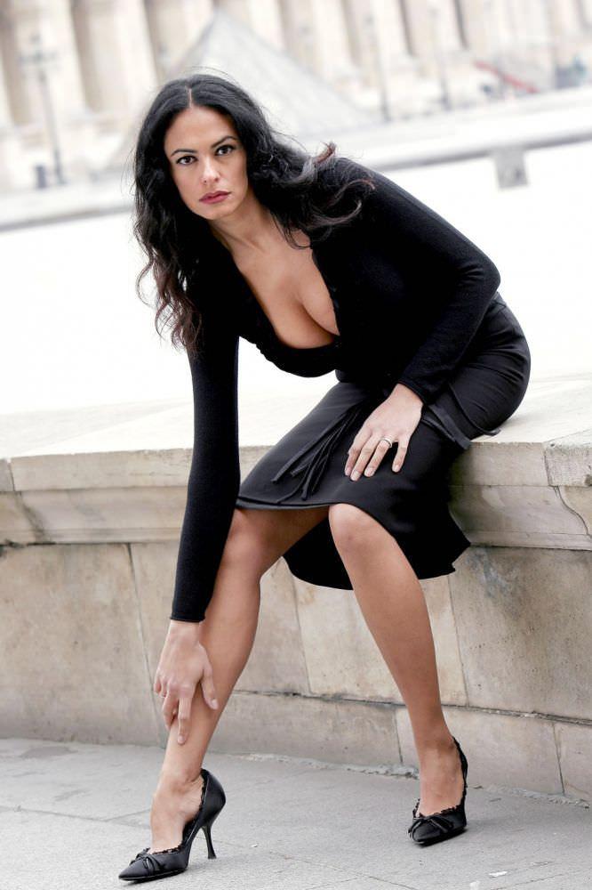 Мария Грация Кучинотта фото в чёрном платье