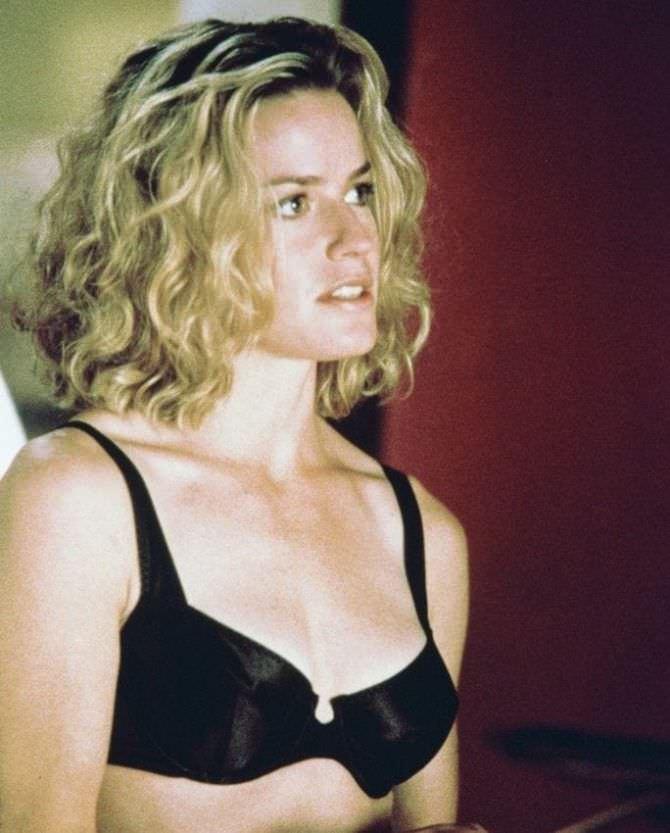 Элизабет Шу фото из фильма в нижнем белье