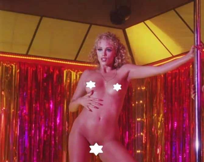 Элизабет Беркли фото из фильма у пилона