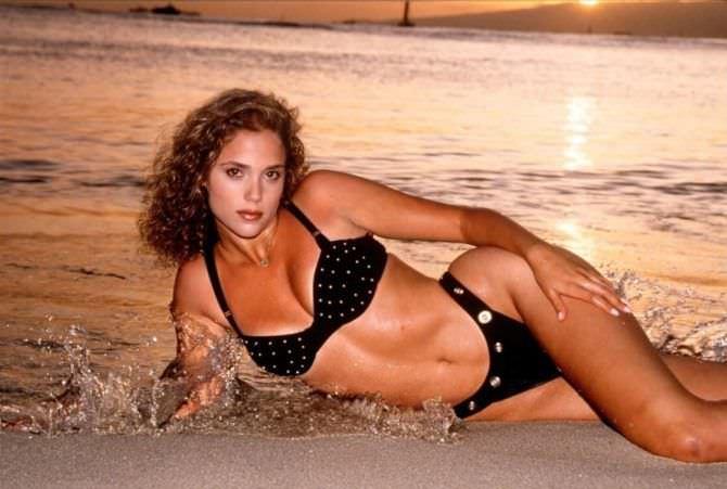 Элизабет Беркли фото в купальнике 1992