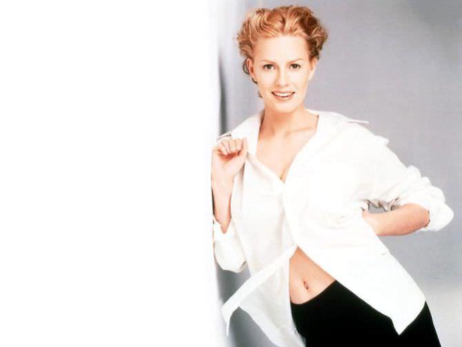 Элизабет Шу фото в белой рубашке