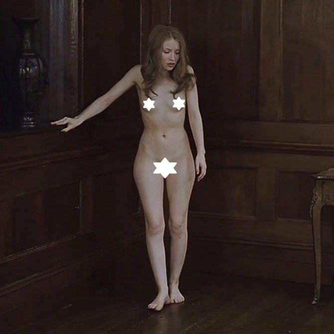 Эмили Браунинг откровенный кадр из фильма