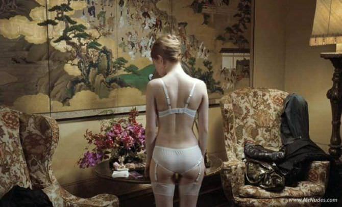 Эмили Браунинг фото из фильма в нижнем белье