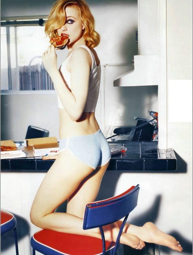 Эван Рэйчел Вуд фото в белье с пиццей