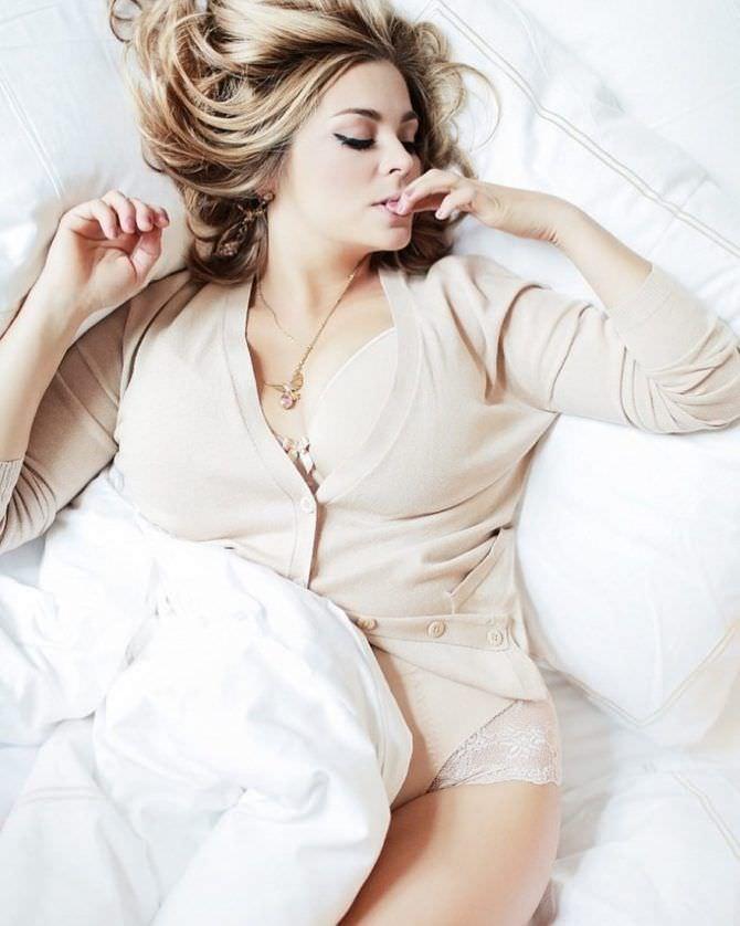 Ирина Пегова фото в нижнем белье в постели
