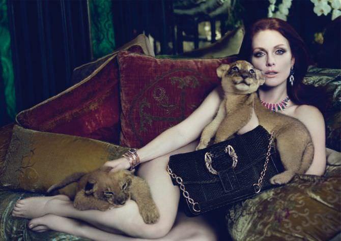 Джулианна Мур откровенная фотография с львятами