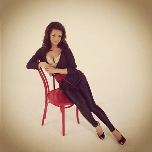 Татьяна Денисова фото на стуле