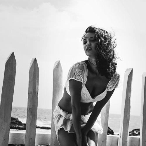 Татьяна Денисова черно-белое фото на море