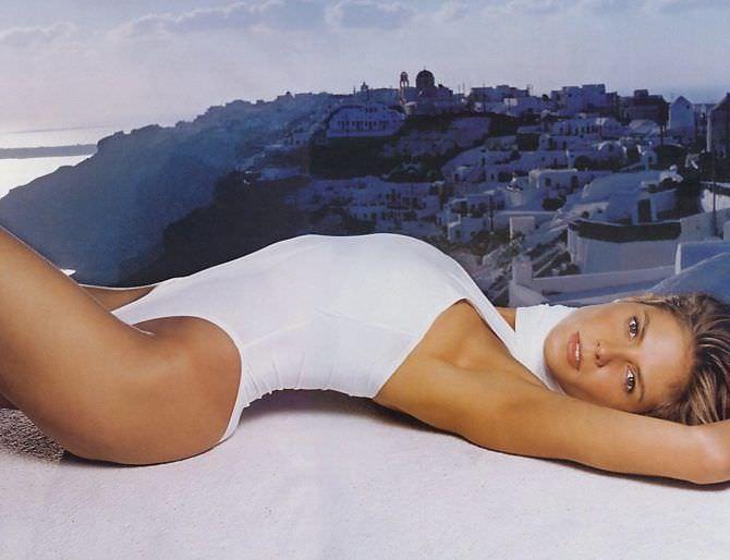 Хайди Клум фото в белом купальнике