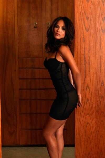 Лесли-Энн Брандт фото в платье