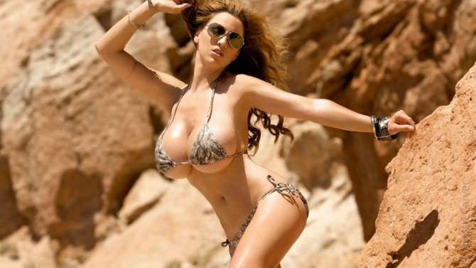 Джордан Карвер фото в бикини и солнечных очках