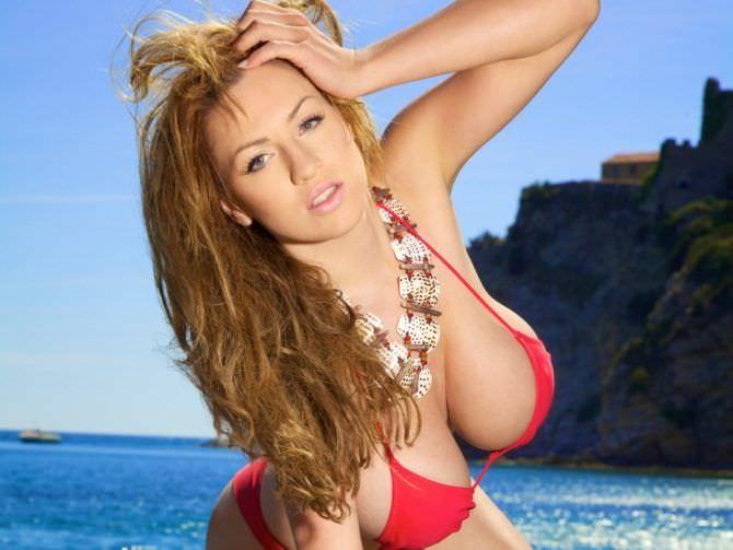 Джордан Карвер фото в красном бикини